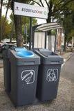 Papeleras de reciclaje en la calle fotografía de archivo libre de regalías