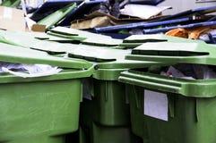 Papeleras de reciclaje verdes Foto de archivo