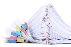 Papeles con los paperclips imagenes de archivo