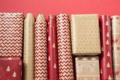 Papeles de embalaje decorativos fotos de archivo libres de regalías