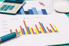 Papeles de las finanzas de los documentos de negocio imágenes de archivo libres de regalías