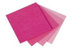Papeles de nota coloridos en el fondo blanco Foto de archivo