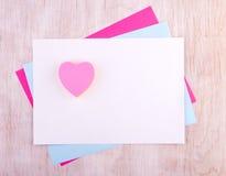 Papeles del collage con las etiquetas engomadas del corazón Foto de archivo libre de regalías