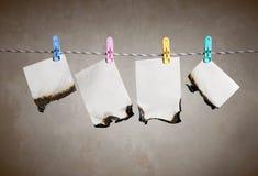 Papeles en la cuerda Imágenes de archivo libres de regalías