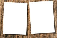 Papeles en la madera Imagen de archivo libre de regalías