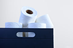 Papeles higiénicos en una caja Fotos de archivo libres de regalías