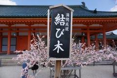 Papeles rosados con deseos escritos Fotos de archivo libres de regalías
