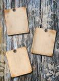 Paper affisch tre på en wood vägg Arkivbild