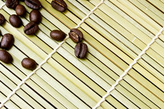 Paper cup of black coffee and coffee bean Royalty Free Stock Photos