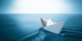 Paper fartyg Royaltyfri Bild