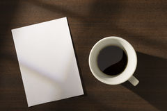 Paper note and coffee on the table Royalty Free Stock Photos