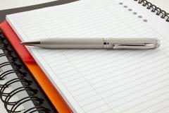 paper penna två för anteckningsböcker Royaltyfri Foto