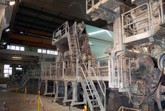 Paper and pulp mill. Fourdrinier Paper Machine. The Fourdrinier accomplishes all the steps needed to transform a source of wood pulp into a final paper Stock Images