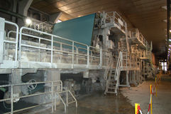 Paper and pulp mill. Fourdrinier Paper Machine. The Fourdrinier accomplishes all the steps needed to transform a source of wood pulp into a final paper Stock Photo