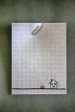 Paperclip na pustym białym siatka papierze Zdjęcia Royalty Free