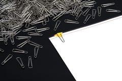 Paperclips με τη σημείωση εγγράφου Στοκ εικόνες με δικαίωμα ελεύθερης χρήσης
