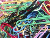 Paperclips coloreados imagen de archivo