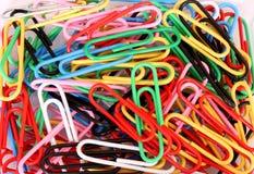 Paperclips coloreados Imágenes de archivo libres de regalías