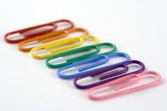 Paperclips coloreados arco iris Imagen de archivo libre de regalías