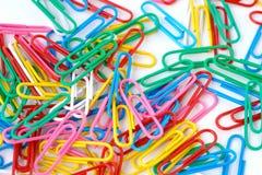 Paperclips coloridos imágenes de archivo libres de regalías