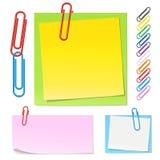 Paperclips e notas da cor Foto de Stock Royalty Free