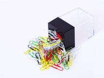 Paperclips met magnetische container Royalty-vrije Stock Fotografie