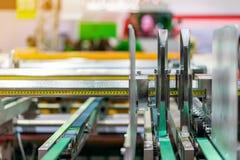 Paperfeedereenheid van modern en geavanceerd technisch van automatische publicatie of drukmachine stock foto