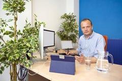 Paperless kontor arkivfoto
