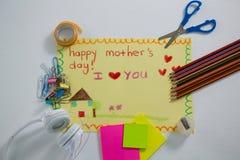 Papeterie avec la carte de voeux heureuse de jour de mères Image stock