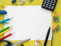 Papeterie colorée sur le fond de yelow Image libre de droits