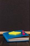 Papeterie : stylos, support de stylo, journal intime Image libre de droits