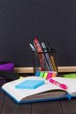 Papeterie : stylos, support de stylo, journal intime Images libres de droits
