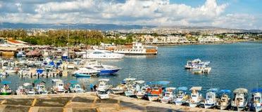 PAPHOS, CHYPRE - 1ER NOVEMBRE 2014 Vue de port du toit de Image stock