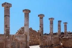 PAPHOS CYPRUS/GREECE - JULI 22: Gammalgrekiska fördärvar i Paphos arkivfoton