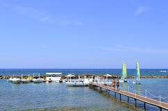 Paphos plaży łodzie w Cypr Obraz Stock