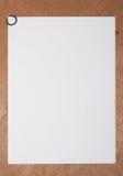 Papier A4 mit runder Papierklammer Lizenzfreies Stockbild