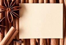 Papier auf den Küchegewürzen. Lizenzfreie Stockbilder