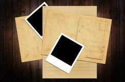 Papier auf einer Tabelle stockfotos