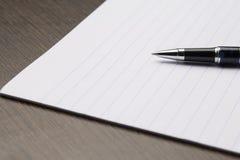 Papier avec le crayon lecteur Images stock