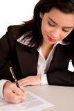 papier bizneswomanu podpisanie Zdjęcie Stock