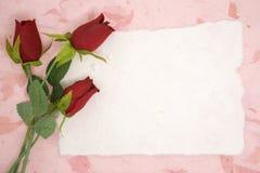 Papier blanc avec la rose de rouge image stock