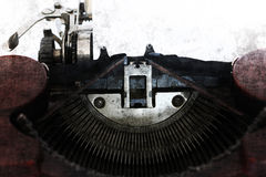 Papier blanc dans la vieille machine de machine à écrire dans le style grunge Photographie stock libre de droits