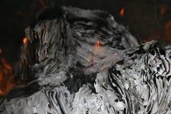 Papier brûlant, documents en feu Images libres de droits