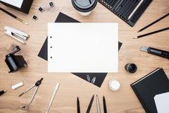 Papier, Briefpapier und Ziehwerkzeuge Stockfotos