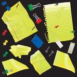Papier, cartes de note et approvisionnements jaunes Image stock