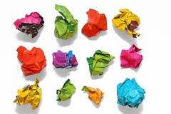 Papier chiffonné de couleur plié dans une rangée Image libre de droits