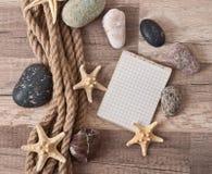 Papier, corde, étoile de mer, pierres de mer Photos libres de droits