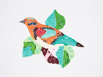 Papier-coupez d'un oiseau orange sur le branchement Image stock