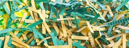 Papier déchiqueté vert et jaune Photo libre de droits