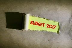 Papier déchiré avec le mot BUDGET 2017 Image libre de droits